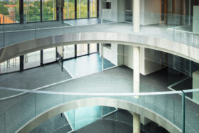PHOTOS-GALERIE_SABCO_Garde-corps-verre-bombe_curved-glass-balustrade_Usine_electricite_Metz