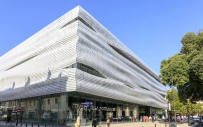 Glass flake facade, La Romanité museum