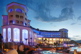 IMAGE_UNE-SADEV_galerie_mur-rideaux-verre-glass-facade-hotel-tarbaka-tunisie_R1006_S3101evo_S3001evo4
