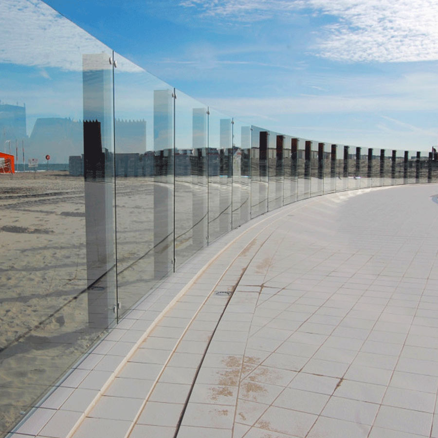 Post with flat glass connectors for glass balustrades / Project