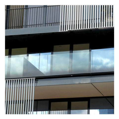 SABCO Frameless glass balustrade, floor mounting - railing function - public, commercial application - technical evaluation - From 3 to 5.1 KN