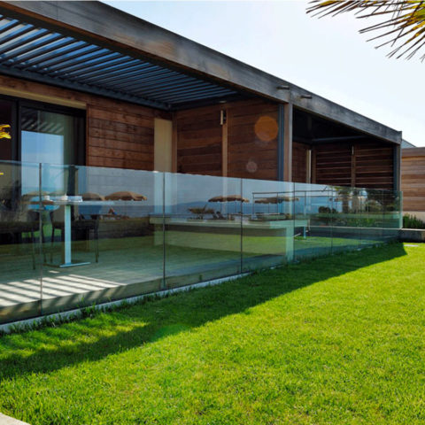 SABCO Frameless glass balustrade, floor mounting - railing fonction - private, residential application - compact design - From 0.6 to 3 KN