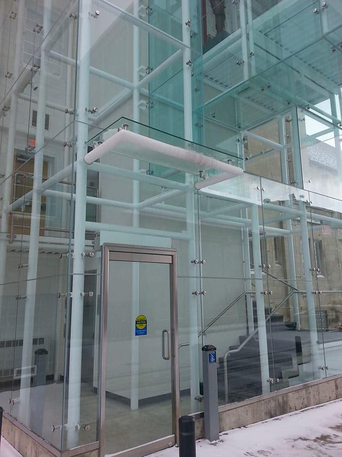 Fixation par crochet pour façade en verre - Butler Arts Insitute USA 2013