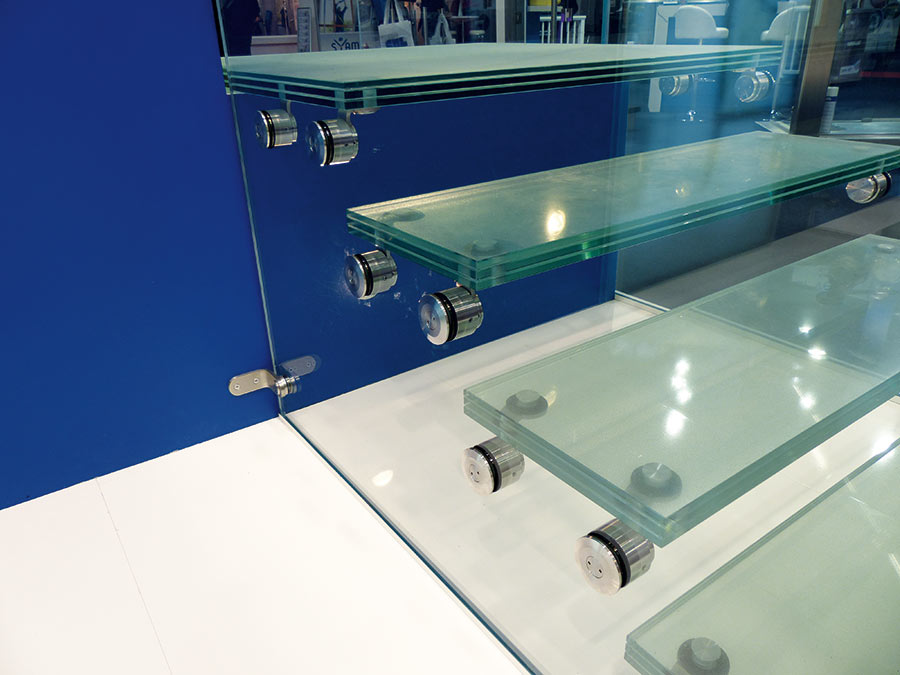 Point de fixation pour escalier avec marche en verre - fixation verre-verre