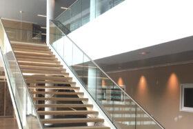 Sadev Sabco Projet Garde Corps Verre Rampant Escalier Clinique Jules Vernes 2