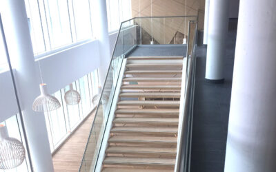 Glass stairs balustrade – Medical facility