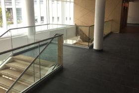 Sadev Sabco Projet Garde Corps Verre Rampant Escalier Clinique Jules Vernes 6