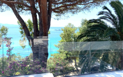 Side mounting glass balustrade – French island